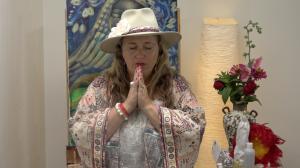 Shiloh Sophia Praying